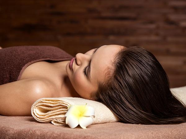 Cliente si rilassa durante un trattamento